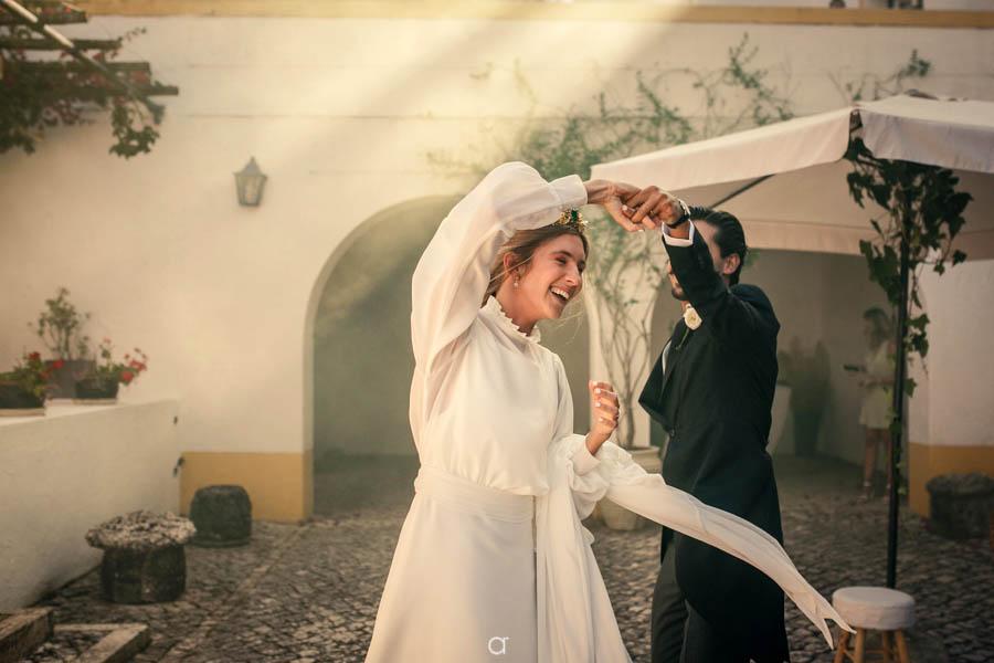 Quinta Senhor da Serra coquetel noivos a dançar