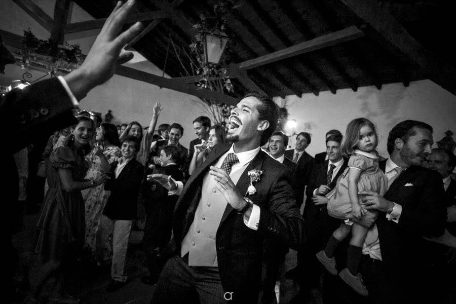 Quinta Senhor da Serra noivo festeja com convidados