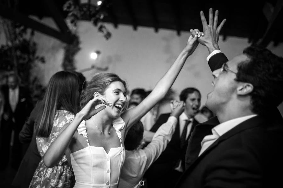 Quinta Senhor da Serra noiva a dançar