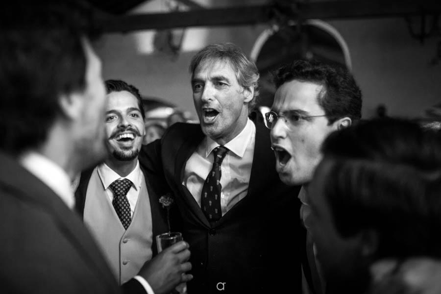 Quinta Senhor da Serra noivo dança com familia